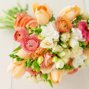 spring wedding bouquet_ranunculas&tulips